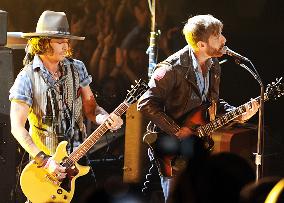 Johnny Depp Performs With the Black Keys at 2012 MTV Movie Awards