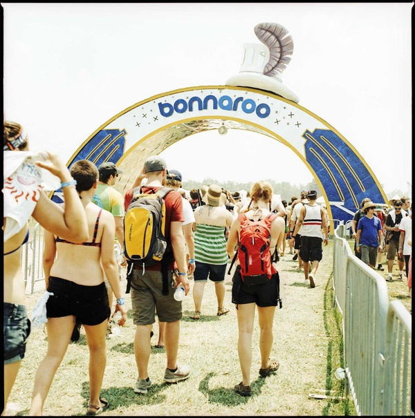 Campers enter Centeroo under the Bonnaroo arch
